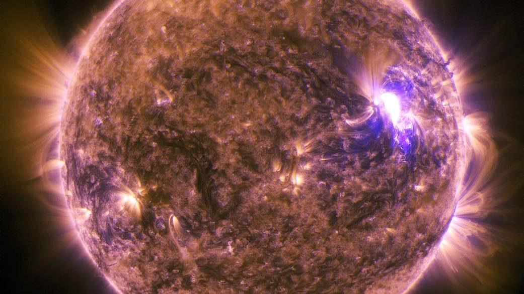寿命が近い恒星は周辺の小惑星を粉々にするらしいよ